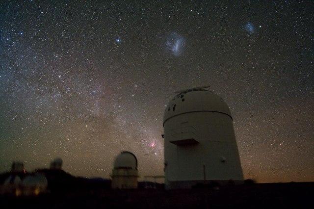 Нумын гялааны системд дэлхийтэй хэмжээгээрээ төстэй гаригийг олж нээсэн дуран нь Чили улс дахь Ла Сила одонорон судлалын оргил дээр байрлана. Зохиогч: И. Белецкий